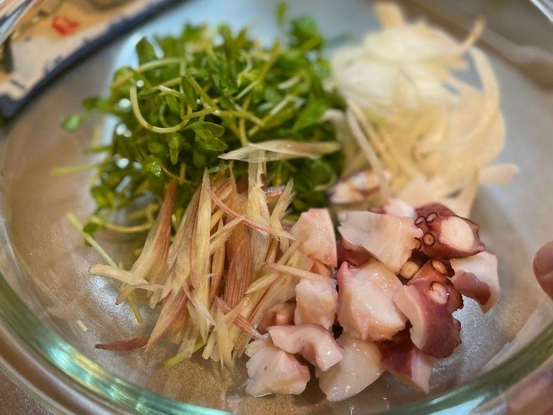 豆苗タコサラダ
